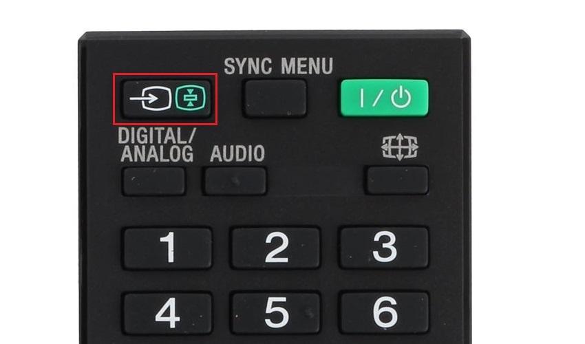 Proces prepojenia notebooku s televízorom – tlačidlo na ovládači