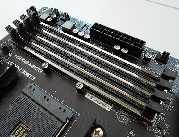 Pamäťové sloty, MSI X470 Gaming Pro Carbon