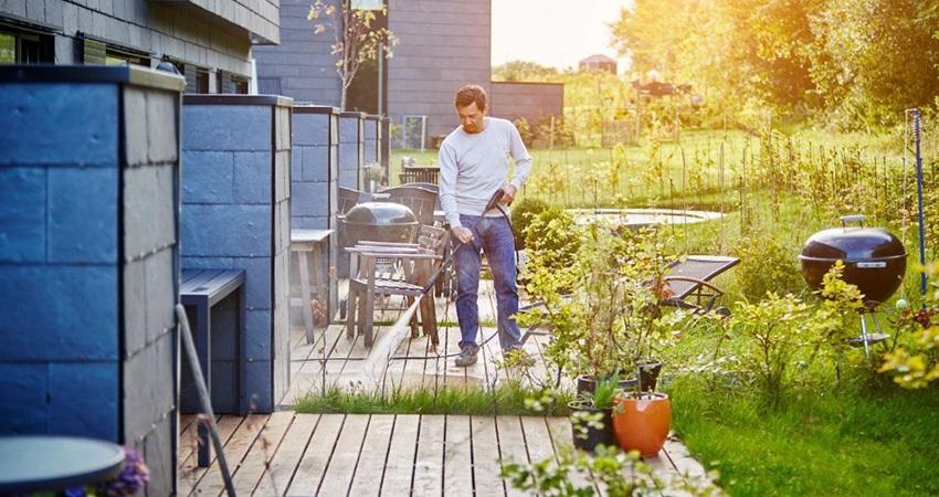 Tlaková umývačka, človek, záhrada
