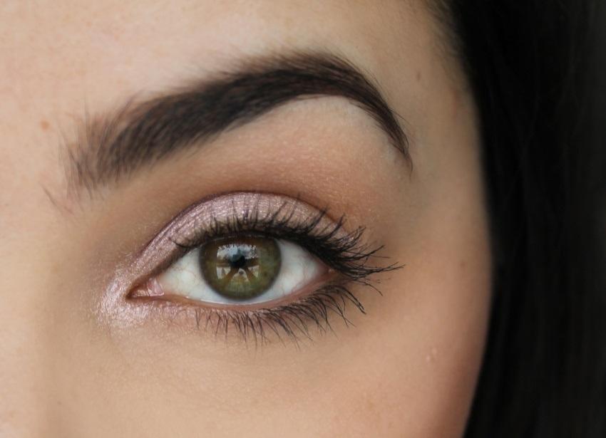 Rozjasňovače očného okolia