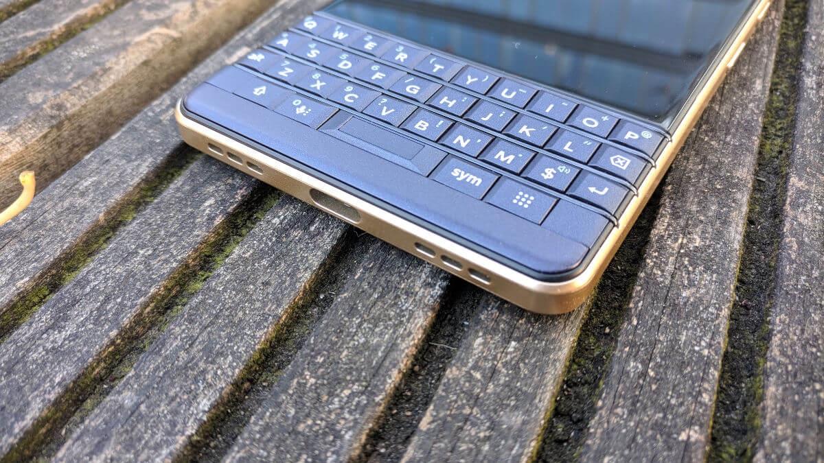 BlackBerry Key2 LE, recenzia