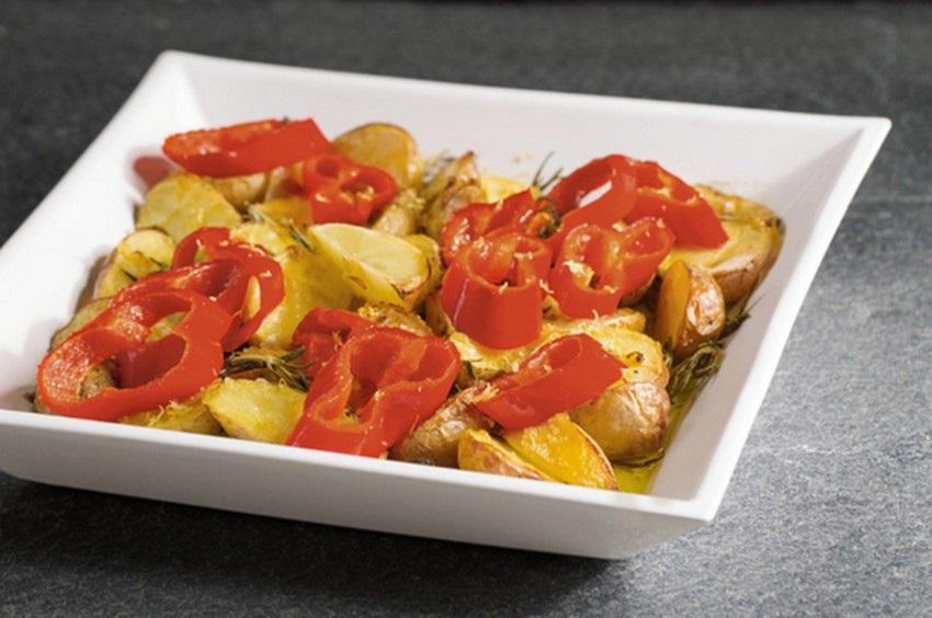 Citrónové zemiaky s bylinkami a špicatou paprikou