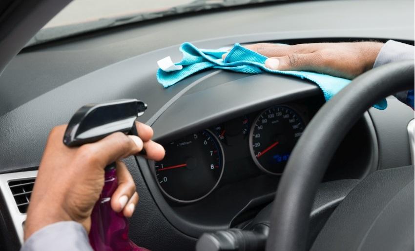 Ako vyčistiť auto – čistenie plastov