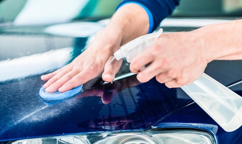 Ako umyť auto – dekontaminácia clayom