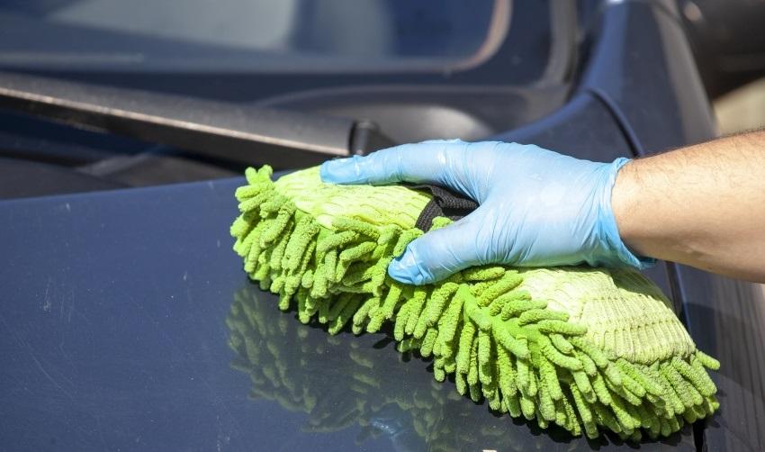 Ako umyť auto – hubka z mikrovlákna