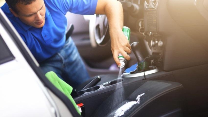 Ako vyčistiť sedačky v aute