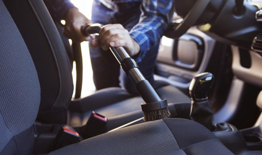Ako vyčistiť auto – vysávač