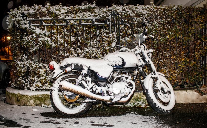 Ako zazimovať motorku – garážovanie