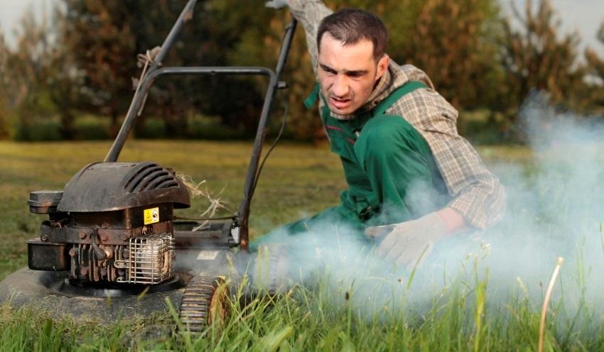 Miešanie benzínu s olejom – údržba motora