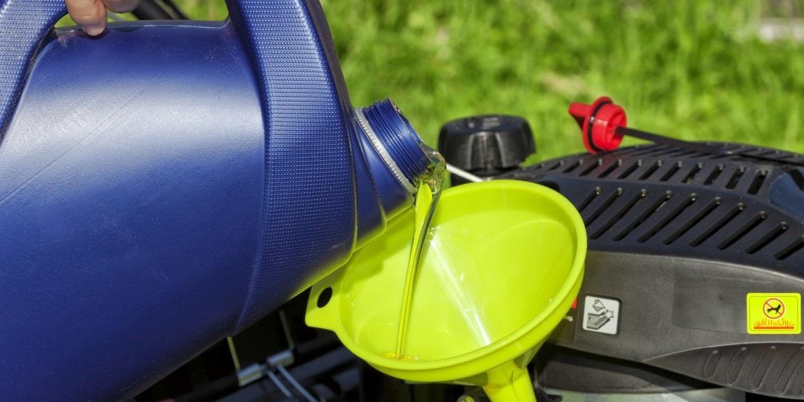 Pomer oleja a benzínu