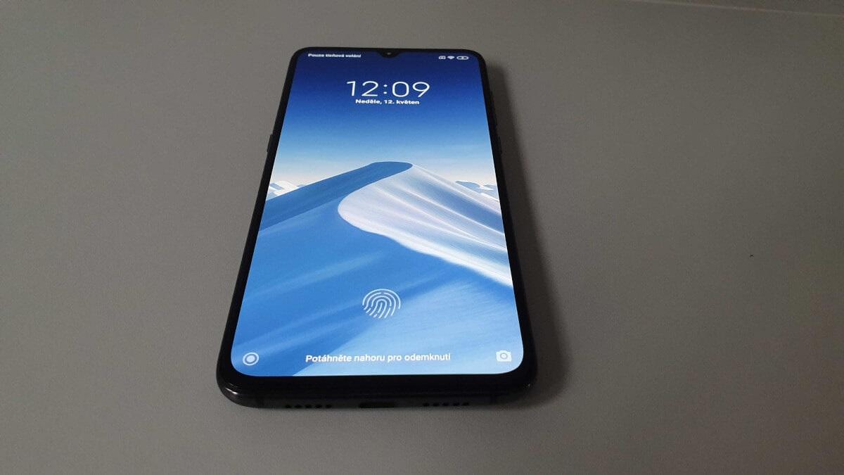 Xiaomi Mi 9, recenzia, displej
