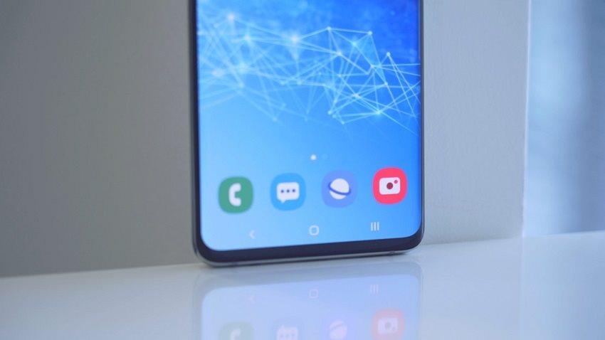 Samsung Galaxy S10+ a spodná časť displeja