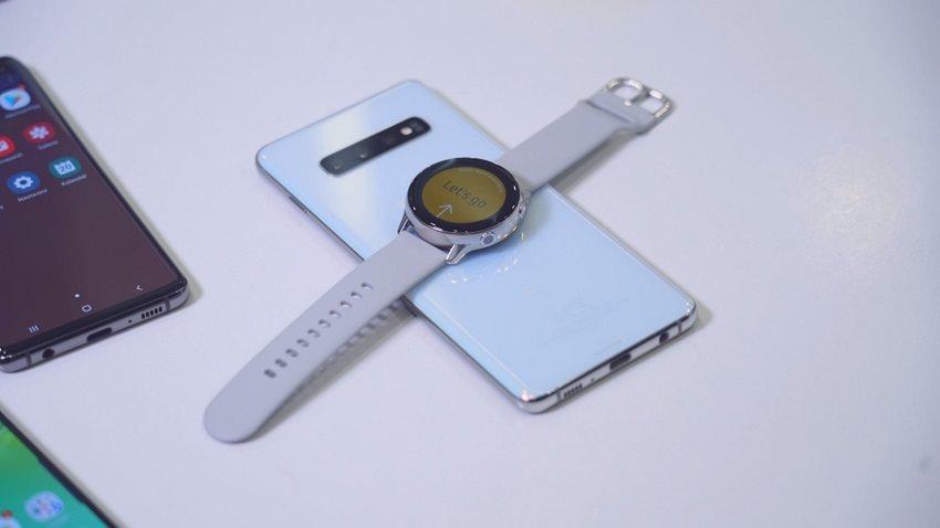 Samsung Galaxy S10+ a nabíjanie inteligentných hodiniek