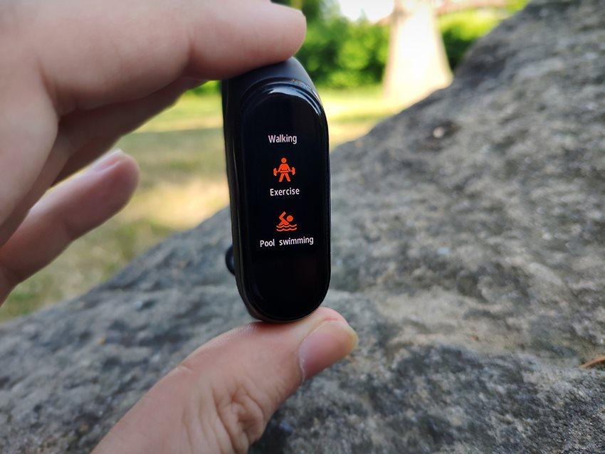 Xiaomi Mi Band 4; recenze; fitness náramek